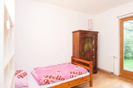 Room in a cute little house - Sankt Andrä-Wördern - Dům