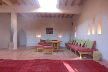 Marrakech montagne Villa 2 chambres piscine et SPA - Amizmiz - Дом