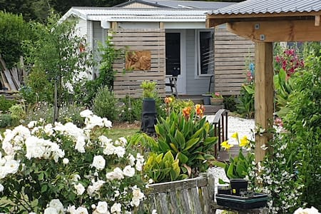 Tui Garden Cottage - Donkey Heaven
