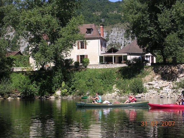 MAISON AVEC PISCINE BORD DORDOGNE - Souillac - Huis