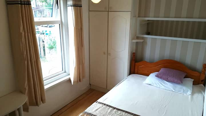 Single room on top floor in central Dublin