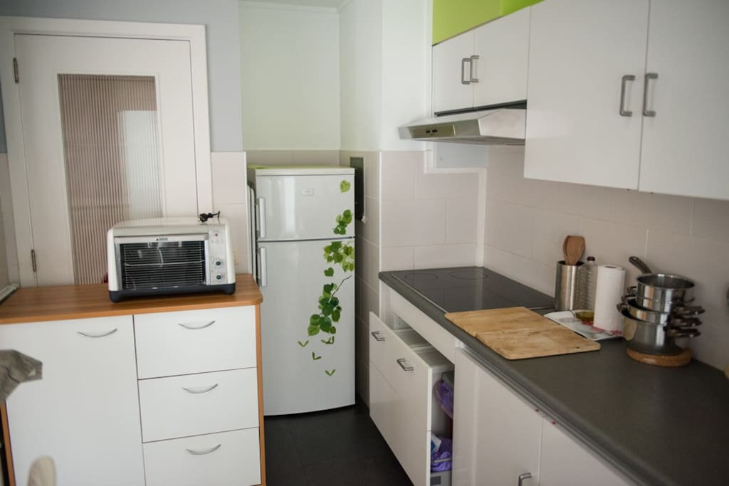 fully equipped kitchen with ustensils