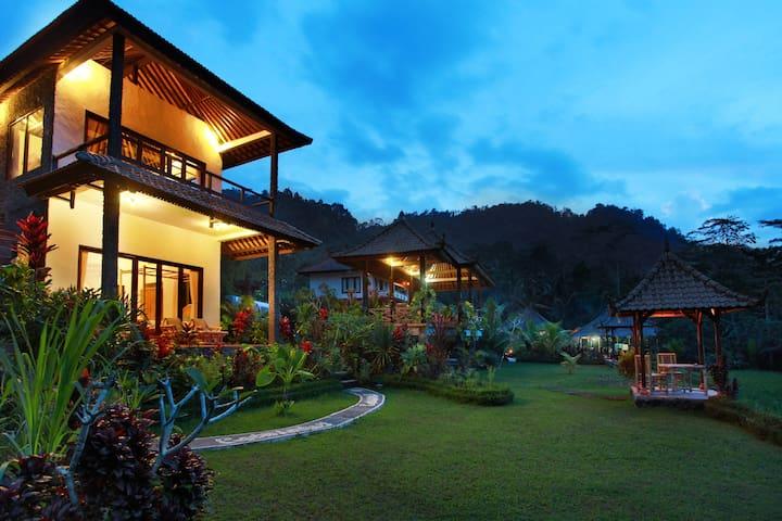 Great Mountain Views & Pool near Sidemen, Bali