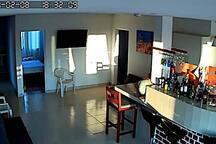 El departamento cuenta con 3 camas de 2 plazas, un camarote de plaza y media y 3 camas de plaza y media.