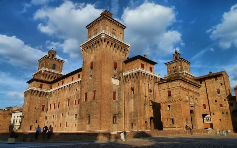 Camera matrimoniale ampia in centro, Ferrara