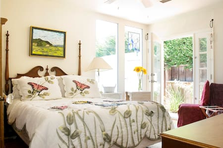 Sunny Corner Room  with a Private Entrance - Los Angeles