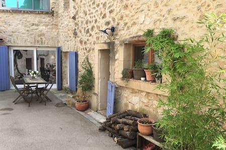 Au pied du Luberon - La Maison Joyeuse