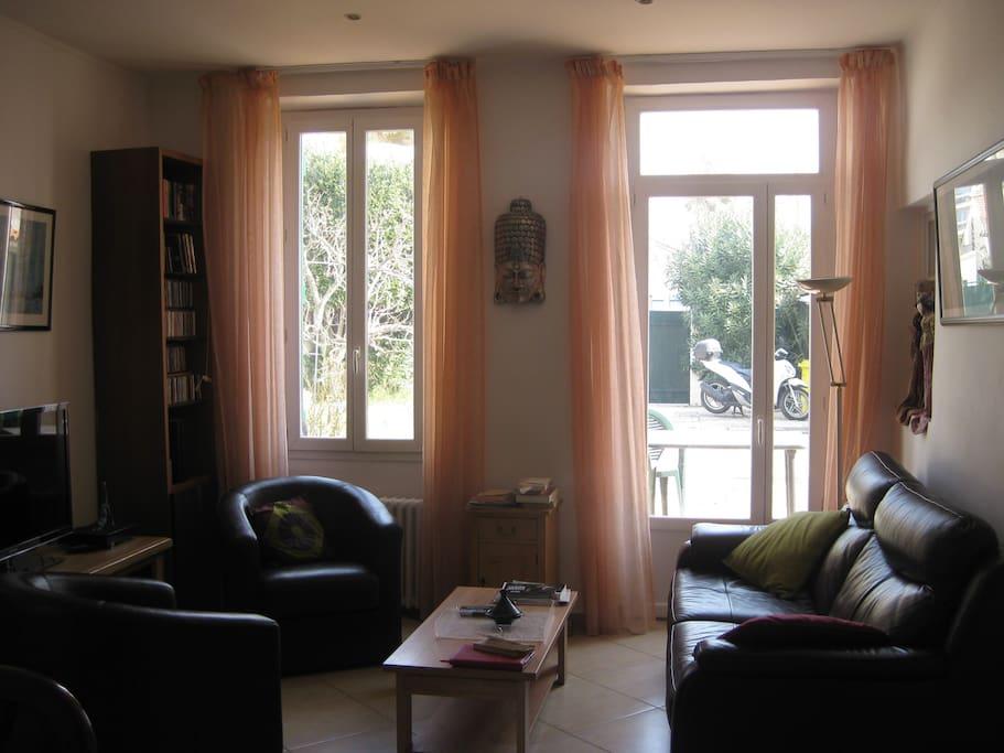 rdc :séjour salon donnant directement sur la terrasse