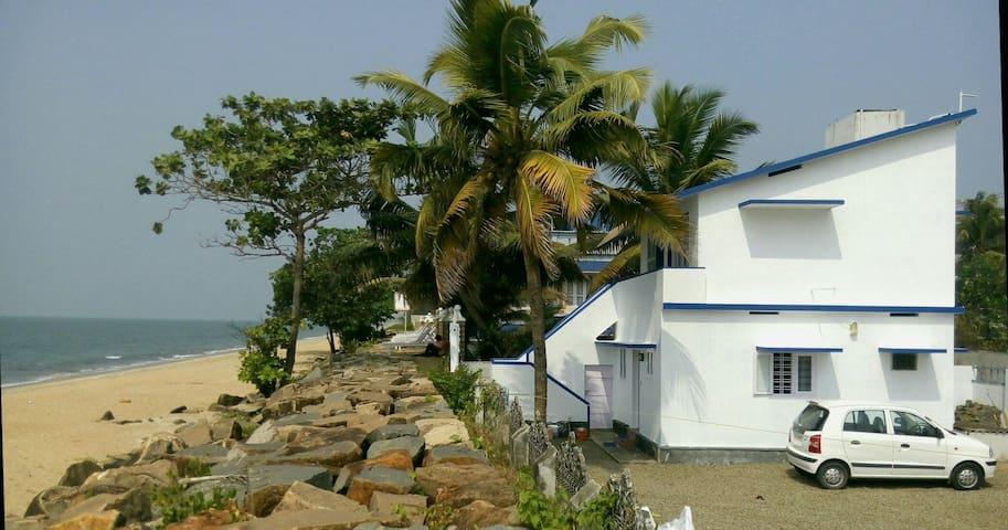 Haus direkt am Strand von Cherai - Cherai Beach. Kerala - Huis