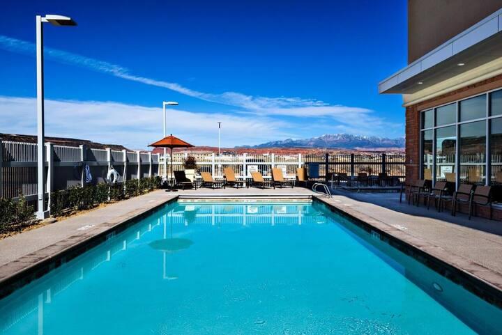 Explore the Utah Landscape! Cozy and Modern Unit