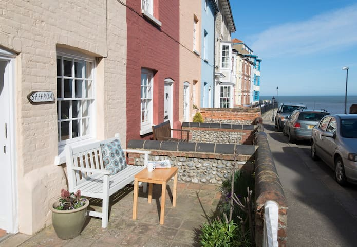Charming cottage with sea views - Cromer - Hus