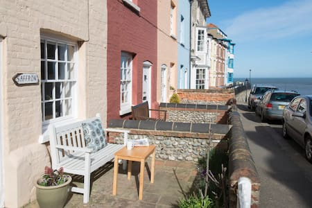 Charming cottage with sea views - Cromer - House