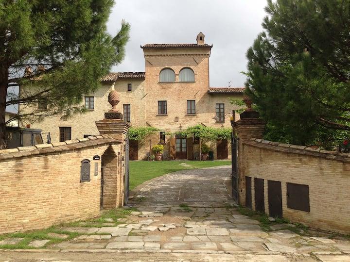 Biribino Principal House (max 27 people)