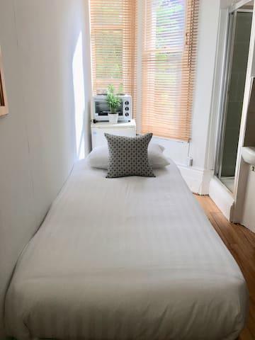 Good value singe room West Kensington - Edith 7