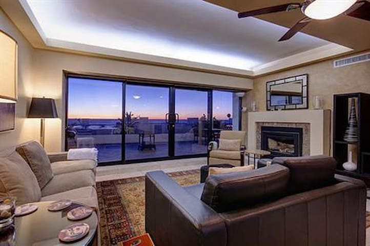Comfortable Living Room w/Ocean View!