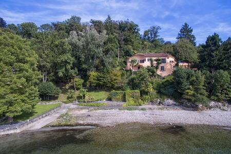 Unique waterfront villa with beach on the lake - Leggiuno