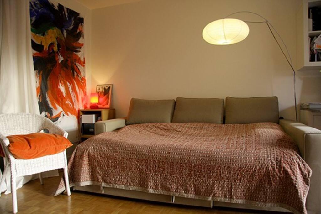 Canapé-lit 2 places avec surmatelat pour un confort maximum.