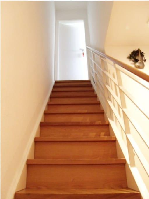 Die für euch einzige Treppe ;) Das Haus hat einen kleinen Fahrstuhl.