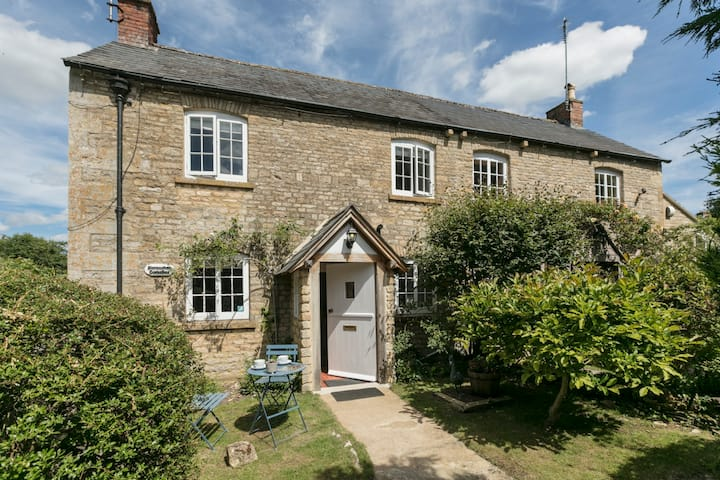 1 Horseshoe Cottages, Lower Swell, Cotswolds
