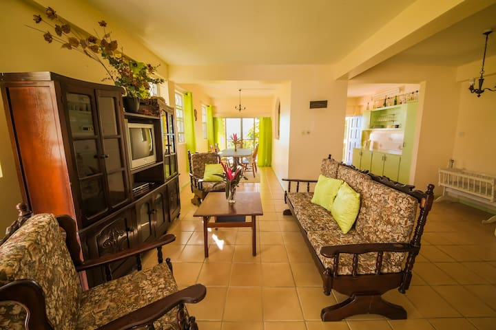 5-bath/5-bed Oceanfront Apartment - Castries City - Departamento