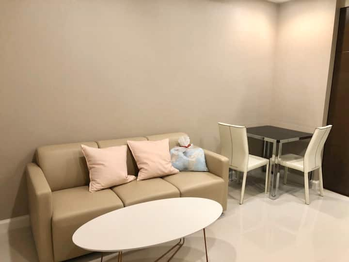 Fully furnished , 0 km. From BTS Samrong