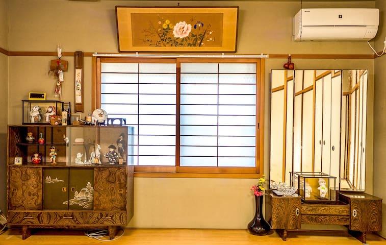 大阪市日本桥心斋桥圈内日式古典别墅2楼整层超120平米,高档装修。