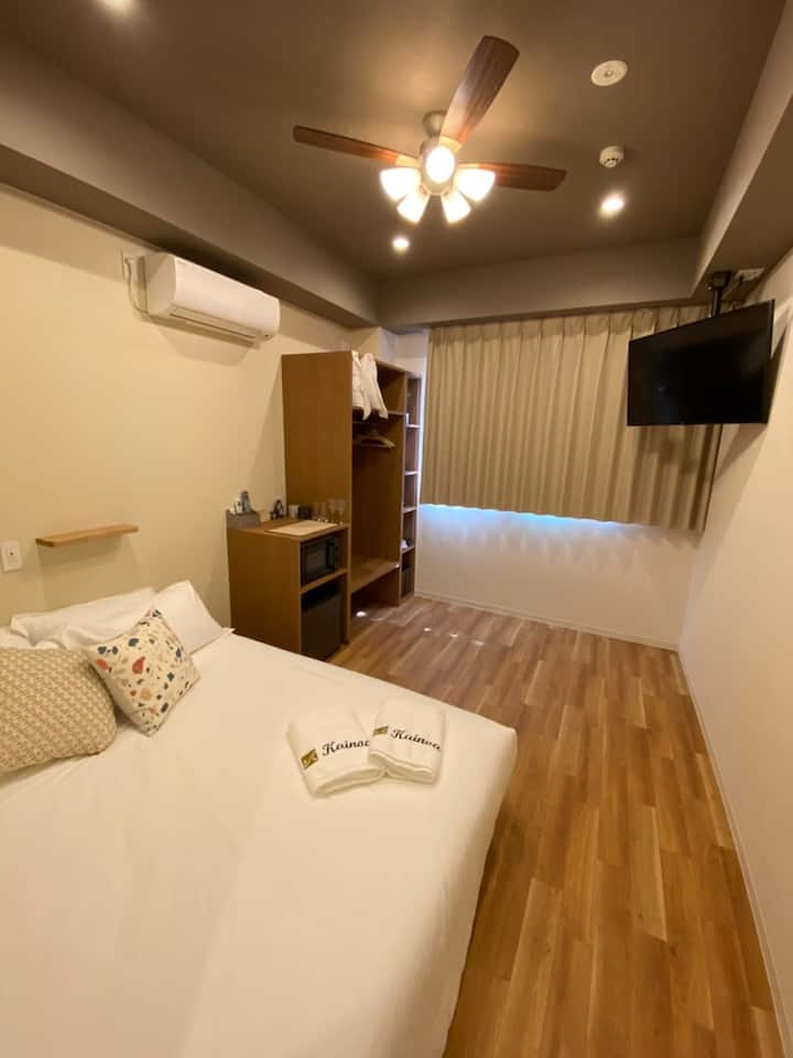 Queen bed, Wi-Fi, English speaking, Great location