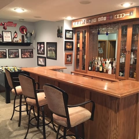 Ryder Cup 4 miles away - Man Cave Basement - Victoria - House