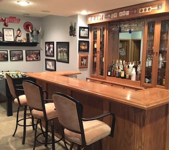 Ryder Cup 4 miles away - Man Cave Basement - Victoria