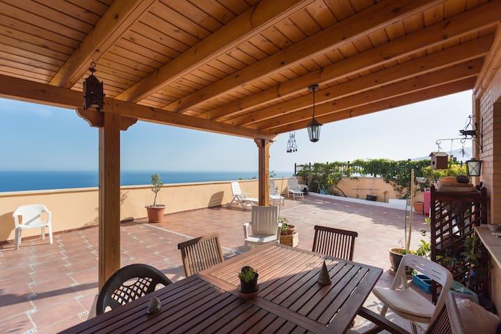 Beautiful House overlooking the sea