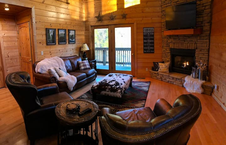 Gatlinburg's Cozy Corner Cabin Retreat