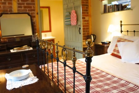 Bedfordshire -Two Rooms w/ Ensuite - Colmworth - House
