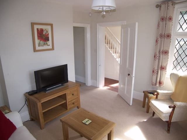 Cosy English Lodge House - West Midlands