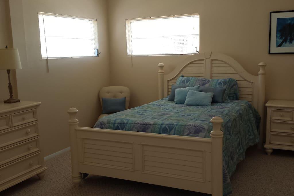 Queen bed in Master