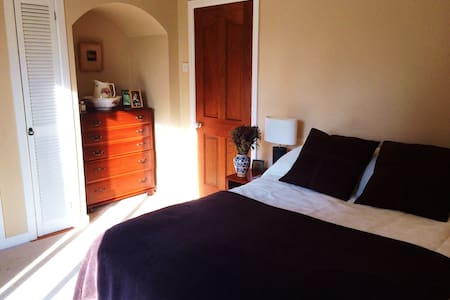 En suite double room in Enniskillen - Enniskillen - บ้าน