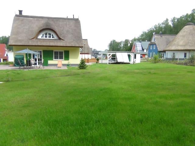 Gemütliches Ferienhaus mit Reetdach - Glowe - Rumah