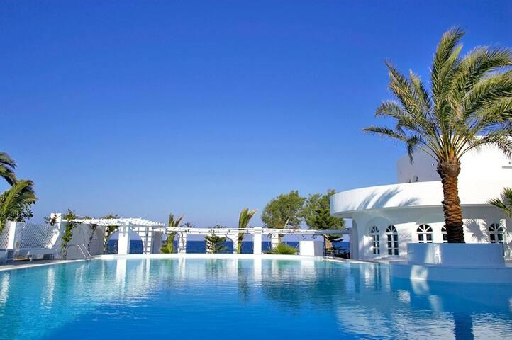 Seaside resort and suites- sup Dbl  - Kamari - ที่พักพร้อมอาหารเช้า