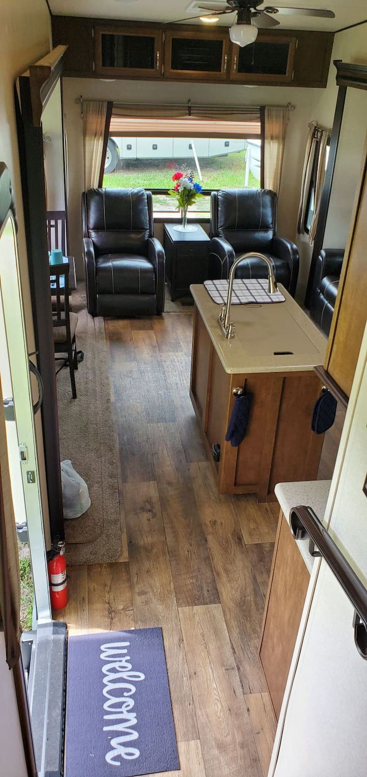 Retreat and Relax in a 2018 5th wheel RV