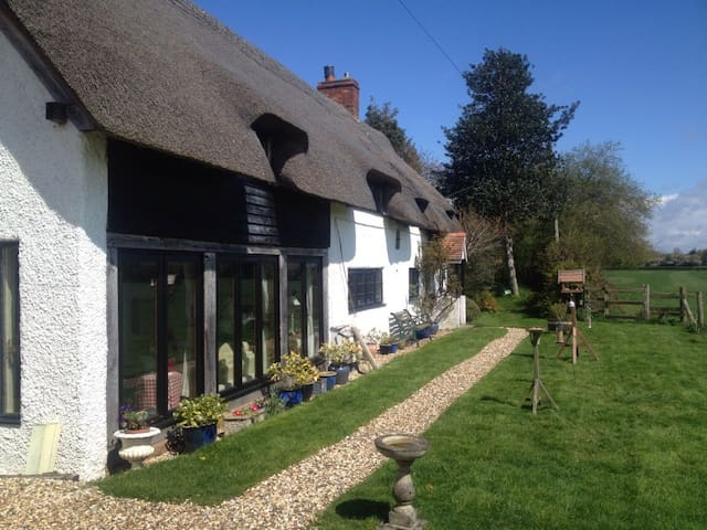 Meadow Thatch B&B - Cottage - Midgham