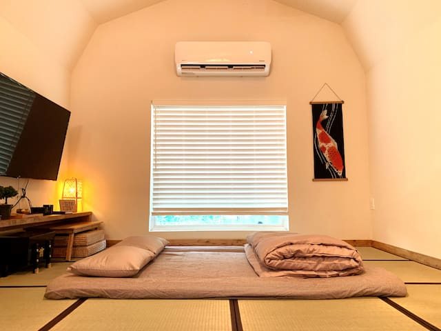 Sleeping arrangement for a comfortable night.  Depend on arrival time, guest can either request a daylight setup or a night time setup