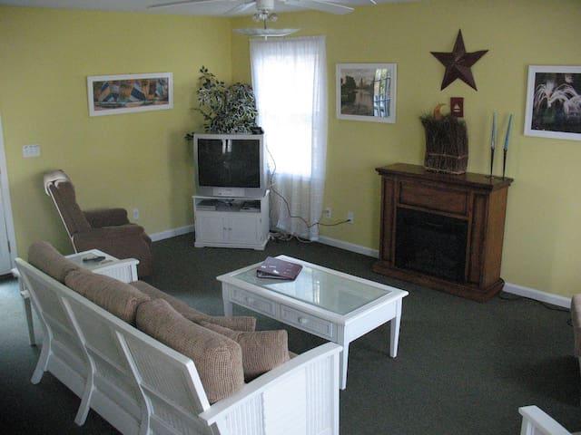 COACH HOUSE IN BEACHWALK RESORT - Michigan City - Huis
