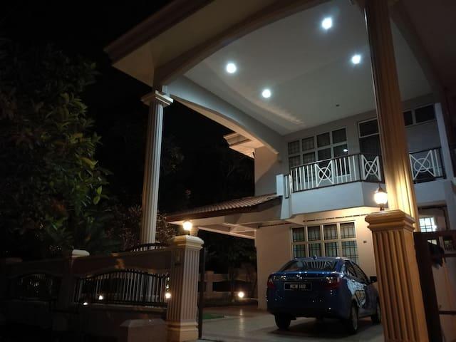Melody Homestay 4 - Bukit Katil - Villa