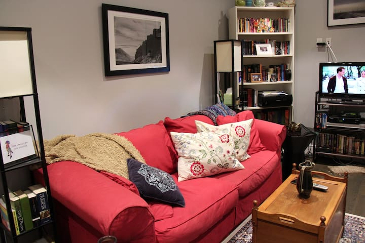 Comfy Couch in Cozy SoBro Apartment - Bronx - Appartement