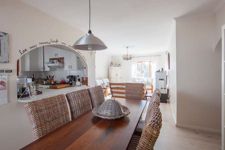 Family friendly Beach house cottage. - Cape Town