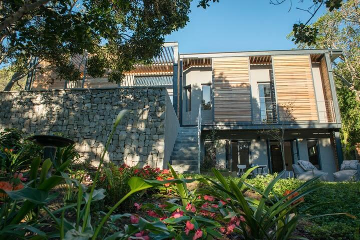 Park House Garden Suite - leafy pad close to beach