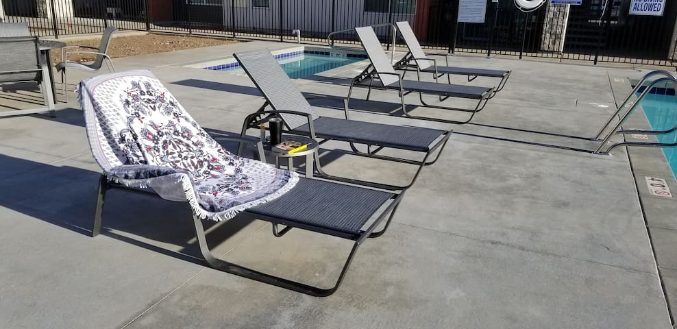 Hottub open year-round. Please give a couple days notice if you intend to use it.