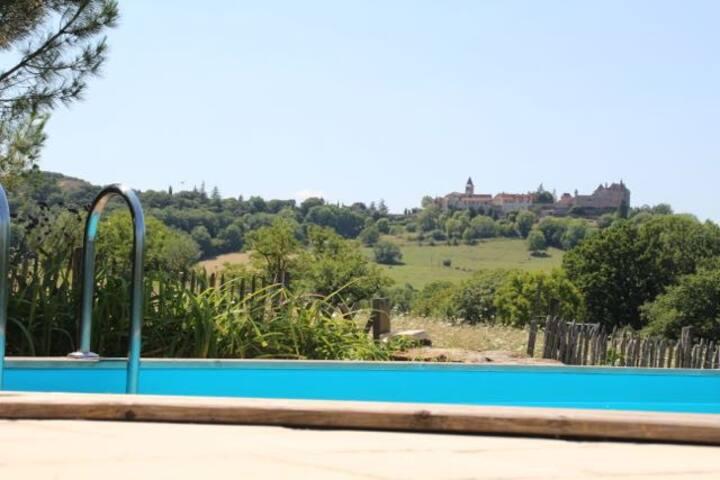maison en pierre a Loubressac et piscine chauffée