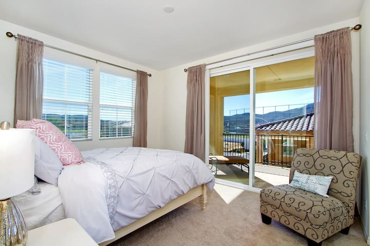 Beautiful Brand New Room with Views and Balcony - Temecula - House