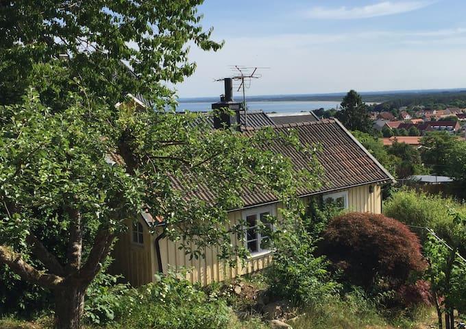 Stuga i Båstad med utsikt över Laholmsbukten