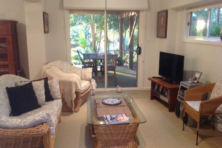 TreeTops-Private&Secure 2Adults 1QBed Bfast WiFi - Dunbogan